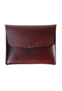 View the iPad Attache Oxblood online at Kafka